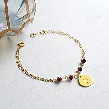Personalisierte Gold Armband mit kleine Initiale Scheibe und Granat Steinen, scheibe Armband, Armband mit Initialen