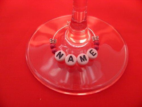 Personalisierte Namen Wein Glas Charme mit weißen Buchstaben und Schmetterlinge von Libby 's Market Place