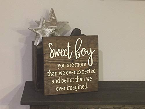 C-US-lmf379581 Schild aus Holz, quadratisch, Aufschrift Sweet Baby Boy, 28 x 28 cm, für Kinderzimmer, Babyparty, Kind, Love, Kinderzimmer, Junge, Mädchen, Bauernhof, Dekoration, Befestigung Oben