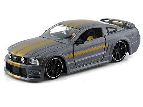 2006-ford-mustang-gt-1-24-watt-schwarz-grau-24-jada-jadatoys-modellauto-hobby-minicar-druckguss