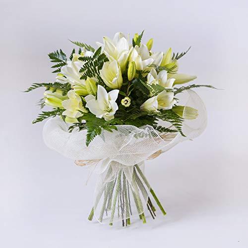 En regalaunaflor.com podrás encontrar flores económicas, pero siempre con la máxima calidad. El ramo esta compuesto por 6 tallos de lilium blanco y sus respectivos verdes, un ramo sencillo y que desprende calma por su color blanco. Con este ramo podr...