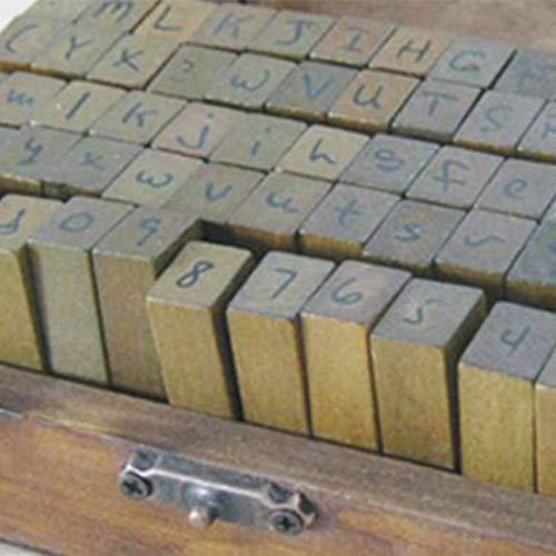 Timbro 70 PZ Lettera Alfabeto Simbolo Numero Set Artigianato DIY Vintage Retro in Legno con Scatola di Legno(corsivo)