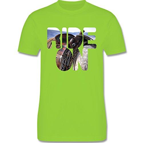 Statement Shirts - Ride on Pferd reiten - Herren Premium T-Shirt Hellgrün