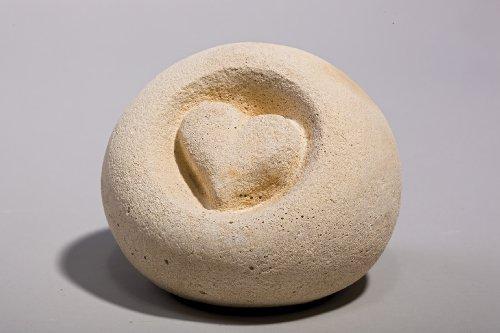 Kugel Herz - Handarbeit in Sandsteinoptik - 12 x 12 x 12 cm