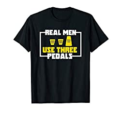 Herren Real Men Use Three Pedals für einen Autoverrückten T-Shirt