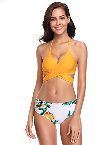 Bikini amarillo y flores con cruzado frontal en el sostén.