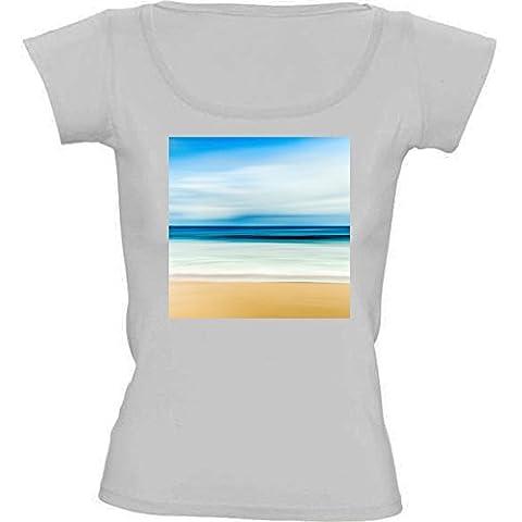 Camiseta Cuello Redondo para Mujer - Cielo Azul Relajante Playa De Arena by Petra