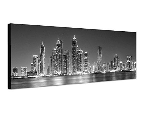 Schwarzes Panoramabild - Dubai Skyline bei Nacht