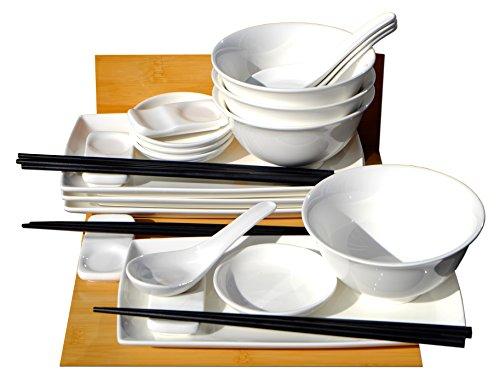 japonais Sushi avec bols et cuillères pour quatre
