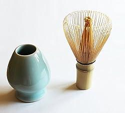 Matcha Besen Aus Bambus Mit Der Dazu Passenden Keramik Halterung.