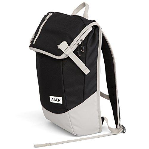 AEVOR Daypack Foggy Black Rucksack für die Uni und Freizeit Inklusive Laptopfach und erweiterbar auf 28 Liter
