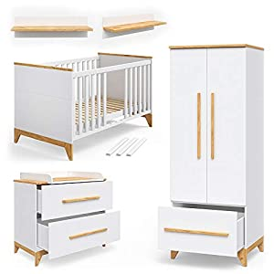 Babymöbel Set Malia in Naturholz Kinderbett Babybett Umbaubett Kleiderschrank Wickelkommode Wandregal