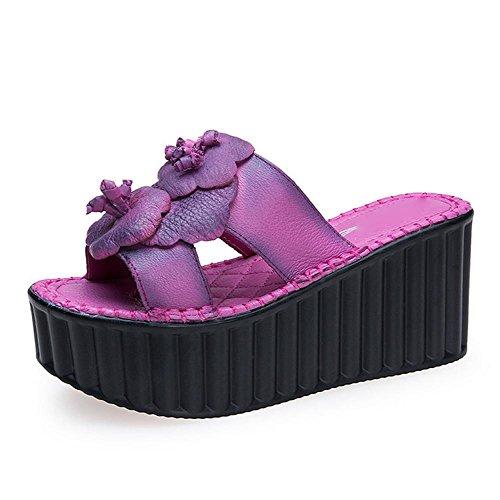 pengweiPantofole e sandali della signora di estate con la torta di pino 1