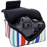 USA GEAR Funda Cámara Reflex Ligera Protectora y parcialmente impermeable de Neopreno– Compatible con Canon EOS 1300D , 760D , 750D / Nikon D3300 , D3200 ¡y muchas más! - Rayas de colores.