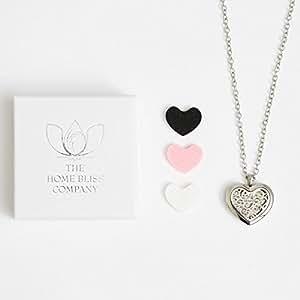 *Neu Werbung* Bliss Diffuser Halskette Aromatherapie Geschenkset — Hypoallergener, Chirurgischer 316L-Edelstahl-Medaillonanhänger mit 60-cm-Kette + 6 Herzförmige, Wiederverwendbare Diffusor-Pads (je 2 x Schwarz, Weiß, & Pink)