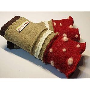 Armstulpen/Pulswärmer aus Walkwolle (Walk, Walkstoff) mit Glückspilz-Motiv in Beige und Dunkelrot; Bort, Zierstich, Schild