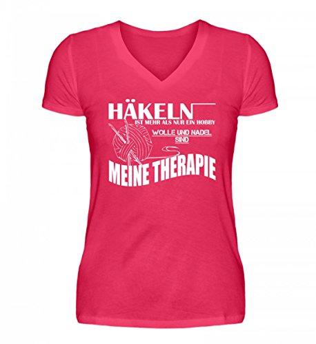 Shirtee Hochwertiges V-Neck Damenshirt - Häkeln ist Meine Therapie Hot Pink