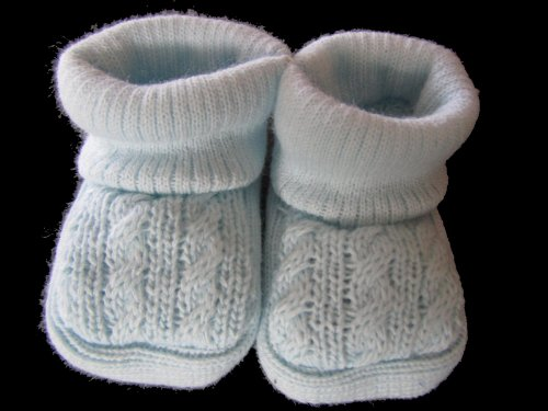 powder-bluebabys-knitted-booties-0-3-months