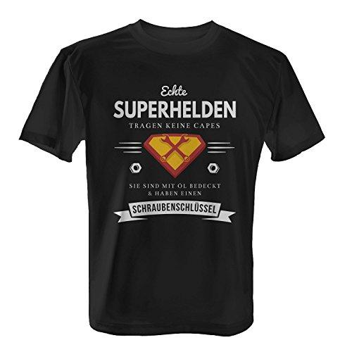 Echte Superhelden tragen keine Capes - Sie sind mit Öl bedeckt & haben einen Schraubenschlüssel - Herren T-Shirt von Fashionalarm | Fun Shirt Spruch Mechaniker Schrauber Werkstatt KFZ PKW LKW (Superhelden Shirt Mit Cape)