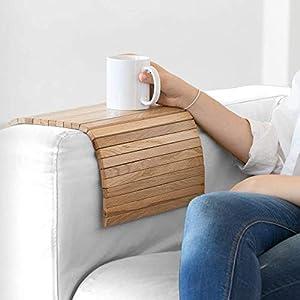 Das an die Armlehne des Sofas, Sessels oder Sessels anpassbare Tablett bietet nützlichen Platz zum Verlassen des Glases…