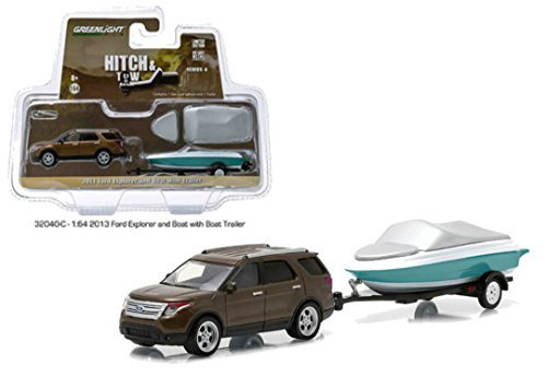 greenlight-1-64-2013-ford-explorer-with-boat-and-trailer-hitch-tow-32040c-by-greenlight