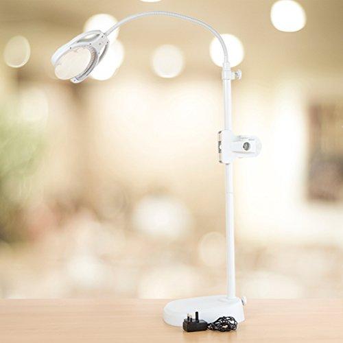 LED Lupenlampe Tri Spektrum mit Netzteil und Akkubetrieb. Stehlampe, Tischlampe und Klemmlampe in einem sowie Farbwechsel in drei Farben: Tageslicht, Kaltlicht und Warmlicht