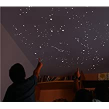 270 estrellas fluorescentes luminosas más un MAPA del cielo con indicaciones para localizar las principales estrellas y constelaciones: Estrella Polar, Osa Mayor, Casipea, Orion y más. Regalo original y educativo para bebés, niños y amantes de la astronom
