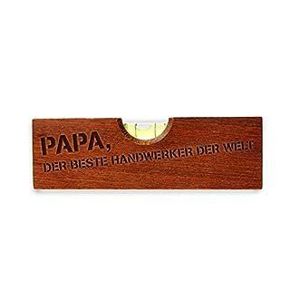 Casa Vivente – Flaschenöffner im Wasserwaagen-Look mit Gravur – Papa, der Beste Handwerker der Welt – Witzige Gadgets – Geschenke für Männer zum Geburtstag – Lustiges Werkzeug mit Aufdruck