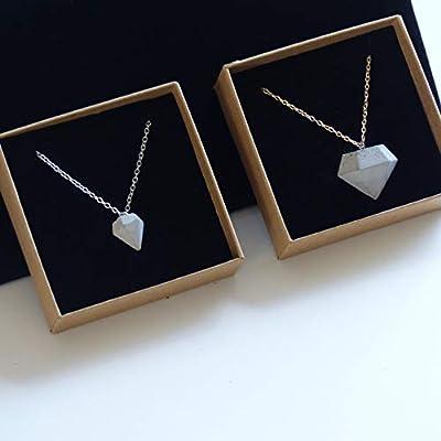 Collier pendentif en béton en forme de petit diamant, Bijou minimaliste pour femme