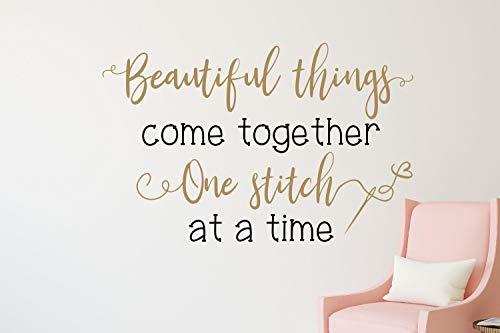 Tiukiu Sewing Room Decor Wandaufkleber zum Nähen/Quilten/Wandaufkleber, zum Basteln, Raumdekoration, schöne Dinge, kommt zusammen, klein, Vinyl, Multi, 22 Inch In Width