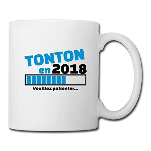 Spreadshirt Tonton En 2018 Veuillez Patienter Mug blanc, blanc
