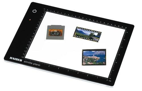 Kaiser Fototechnik 2454 LED-Leuchtplatte slimlite Plano, 5000K, dimmbar, Netz- und Akkubetrieb inklusiv Netz-/Ladegerät, Leuchtfläche 32 x 22,8 cm schwarz