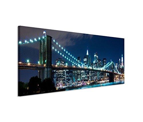 Modernes Bild 150x50cm Urbane Fotografie - Brooklyn Bridge bei blauer Nacht in New York USA -