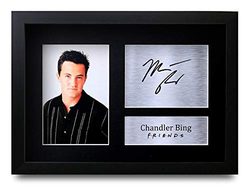 HWC Trading Chandler Bing A4 Gerahmte Signiert Gedruckt Autogramme Bild Druck-Fotoanzeige Geschenk Für Friends Matthew Perry Tv-Show-Fans Matthews Studio