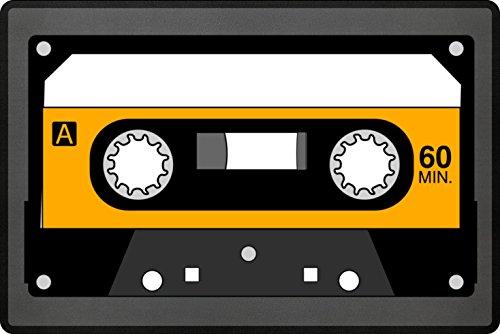 Musiktape Fußmatte In Grau - Oldschool Music Schmutzfangmatte Für Dein Zuhause Aus Polypropylen Mit Rutschfester Unterseite - HOCHWERTIGE QUALITÄT - Maschinenwaschbar - Die Perfekte Türmatte Mit Coolem Style - Perfekte Geschenk Idee