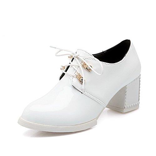 AllhqFashion Damen Pu Rein Schnüren Rund Zehe Mittler Absatz Pumps Schuhe Weiß