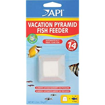 API HOLIDAY PYRAMID FISH FEEDER 14-Day Automatic Fish Feeder 34-Gram 1-Count Pack
