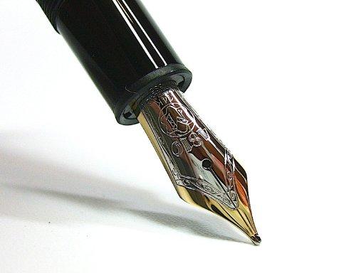 Pluma estilográfica Montblanc Meisterstück Le Grand N°146.  Marca:  Montblanc.     Serie:  Meisterstück.     Tamaño:  grande.     Características:  Sistema de escritura: pluma estilográfica de émbolo. Caña de resina preciosa de color negro con estrel...