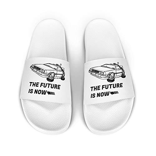 licaso iD Lette Badelatsche mit The Future is Now Sportwagen Print I rutschfeste Sohle in Weiss I Gr. 40 Schuhe I Badeschlappen Bedruckt Unisex I Männer Hausschuhe Frauen Sandalen I 1 Paar Badeschuhe