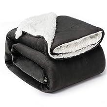 Bedsure Sherpa Decke Anthrazit hochwertige Wohndecken Kuscheldecken, extra Dicke warm Sofadecke/Couchdecke in zweiseitig, 150x200 cm super flausch Fleecedecke als Sofaüberwurf oder Wohnzimmerdecke