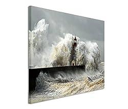 Modernes Bild 120x80cm Landschaftsfotografie - Leuchtturm im schweren Sturm. Wellen mit Schaumkrone.