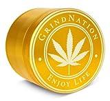GRINDNATION Premium Grinder Crusher aus hochwertigem Aluminium in Gold, Ø 55mm groß L, 4-teilig, mit Pollensieb, starker Magnet, scharfes Mahlwerk, Set inkl. Schaber und Schutzbeutel