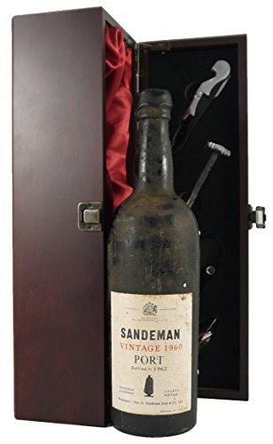 e Port in einer mit Seide ausgestatetten Geschenkbox. Da zu vier Wein Zubehör, Korkenzieher ,Giesser ,Kapselabschneider ,Weinthermometer . ()