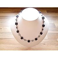 Handgemachte Kette mit Lava Würfel Perlen kombiniert mit Hämatit Würfel Perlen und Plättchen
