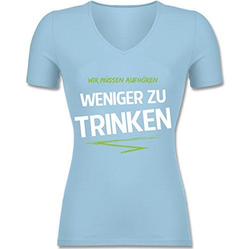 Shirtracer Statement Shirts - Wir Müssen Aufhören Weniger zu Trinken_Grün - Tailliertes T-Shirt mit V-Ausschnitt für Frauen Hellblau