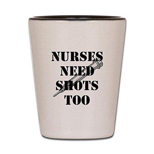 (CafePress–Krankenschwestern Need Shots zu schwarz mit Spritze–Schnapsglas, Einzigartige und Funny Shot Glas weiß / schwarz)