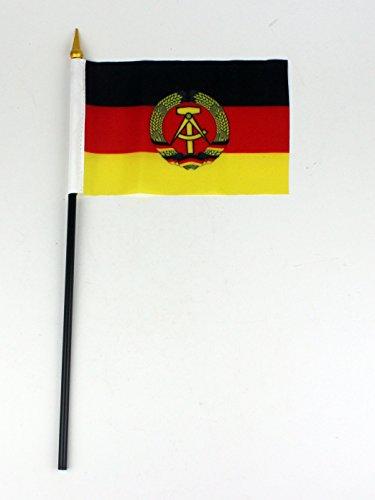 Buddel-Bini Kleine Tischflagge DDR 15x10 cm mit 30 cm Mast aus PVC-Rohr Deutsche Demokratische Republik, ohne Ständerfuß