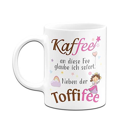 Tassenbrennerei Tasse mit Spruch Kaffee an die Fee Glaube ich neben der Toffifee Tassen mit Sprüchen lustig (Weiß) - 2