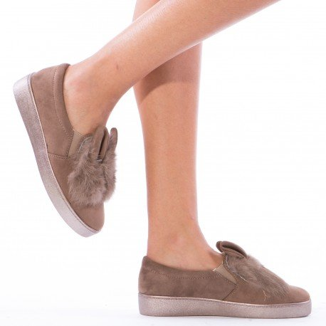 Ideal Shoes - Slip-on à fourrure Monia Taupe