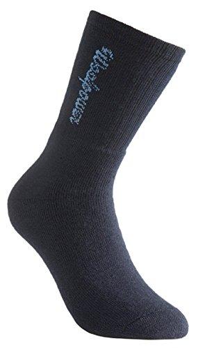 Socke aus ca. 2/3 hochfeiner Merinowolle im Rundstrickverfahren ohne längsgerichtete Nähte gefertigt. Das Frotteematerial besitzt hervorragende Isolationseigenschaften und wärmt auch im feuchten Zustand. Die Socke absorbiert Feuchtigkeit und transpor...